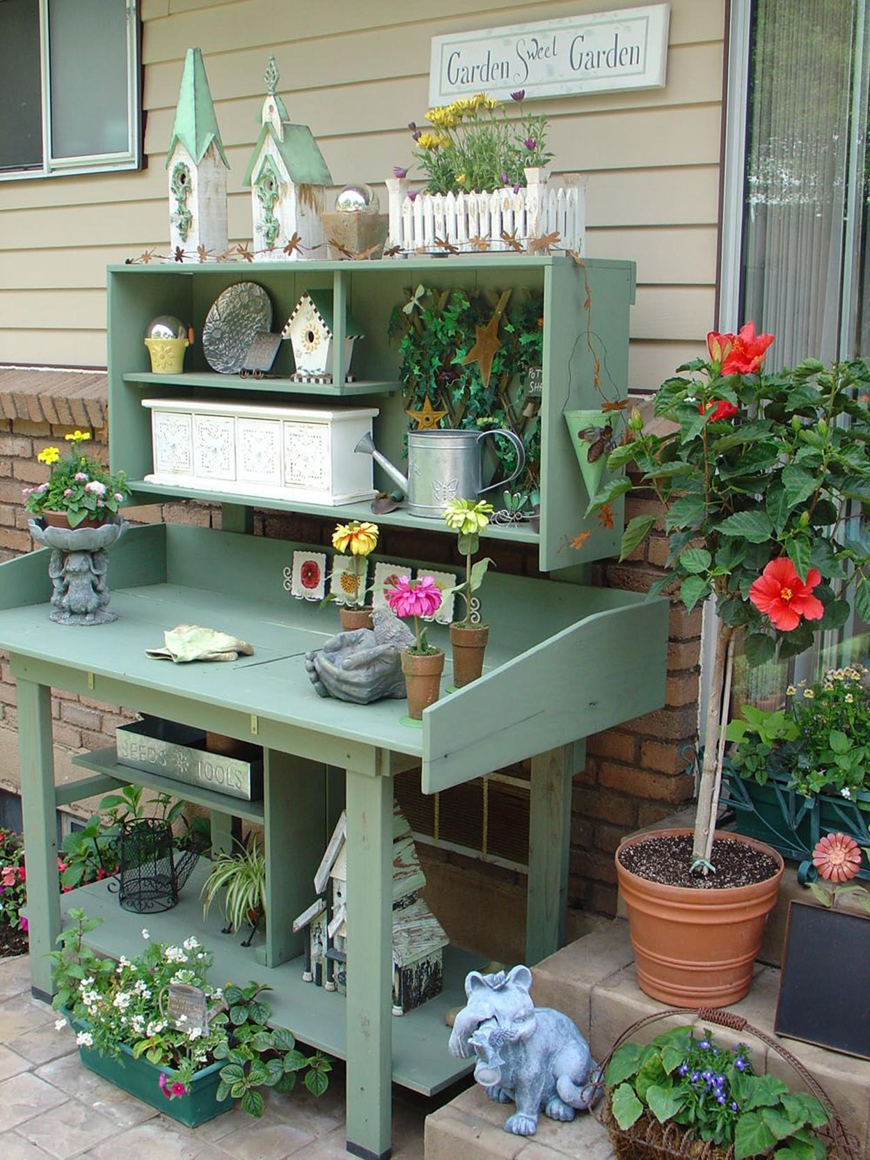 38 Charming Outdoor Garden Potting Bench Design Ideas