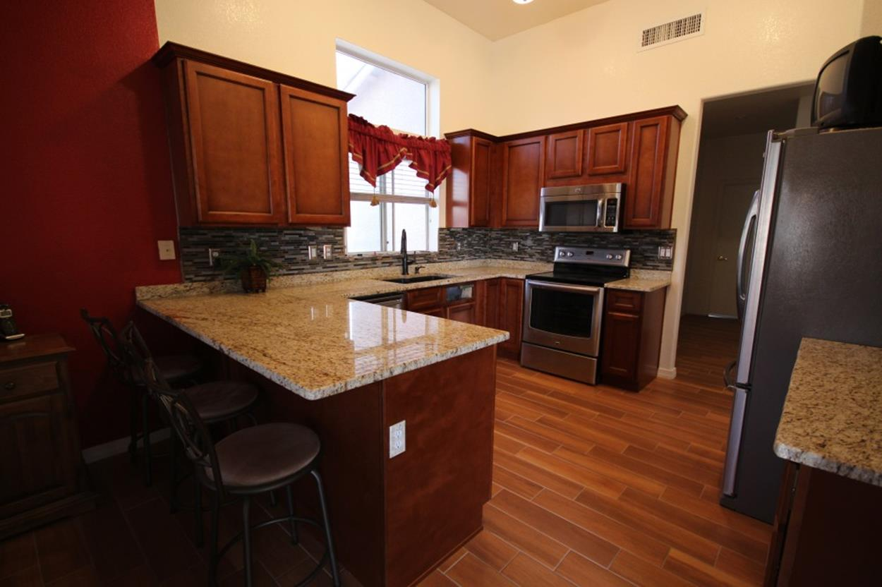 Kitchen Cabinets And Flooring Combinations 16 - DecoRelated