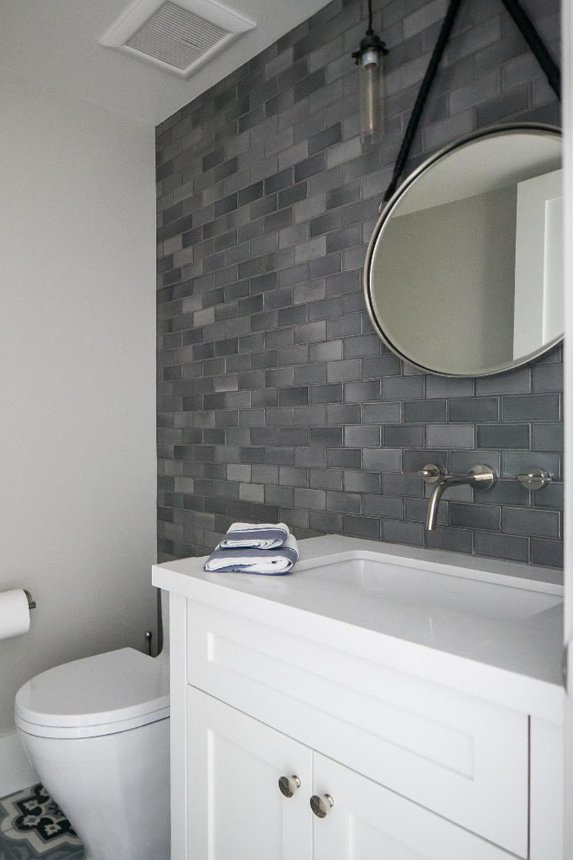 Stunning gray bathrooms with accent color ideas 34 - Accent color for gray and white bathroom ...