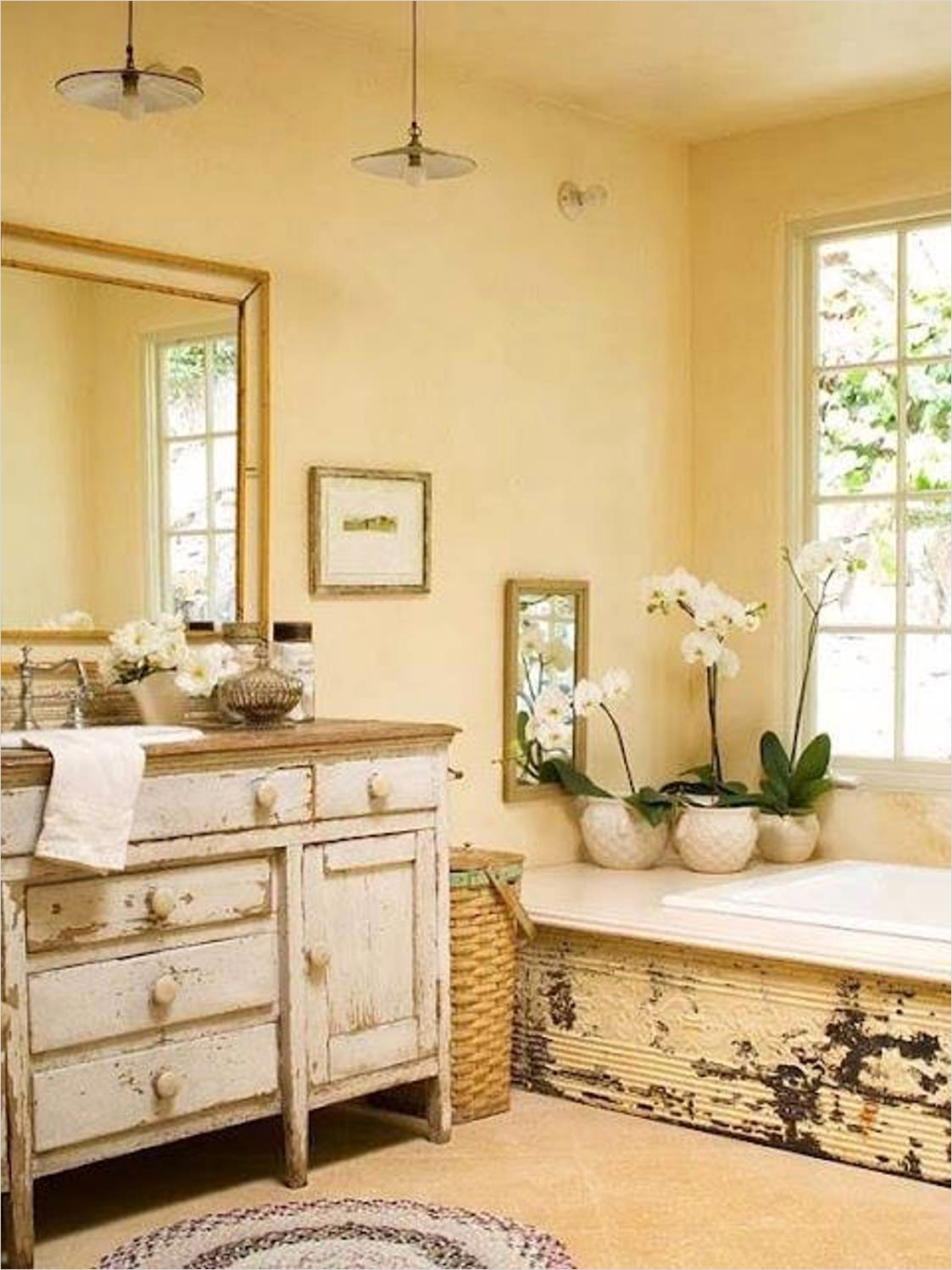 French Country Small Bathroom 10 Decorelated